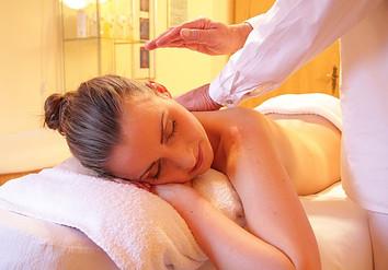 woman-get-back-massage